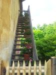 Le Domaine de Marie-Antoinette cu flori pe trepte